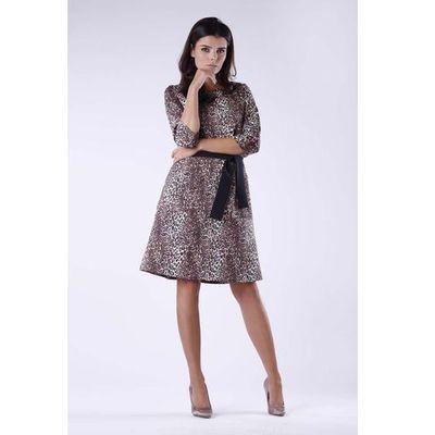 1172ec372b05d9 Dzianinowa Rozkloszowana Sukienka w Panterkę z Wiązanym Paskiem, kolor  brązowy MOLLY