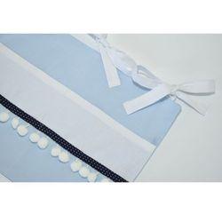 Organizer na łóżeczko niebiesko biały z pomponami i lamówką marki Minimaleni