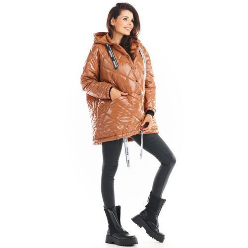 Lakierowana kurtka pikowana z kapturem - beżowa, pikowana