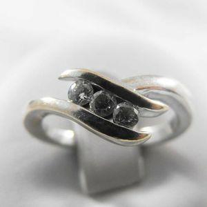 Złoty pierścionek z brylantami P1307