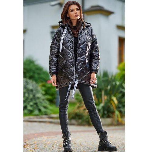 Czarna lakierowana kurtka pikowana z kapturem, kolor czarny