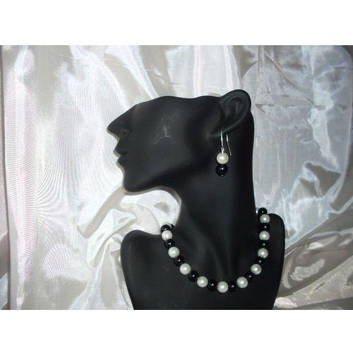 K-00007 Kolczyki z perełek szklanych białych i czarnych, kolor biały