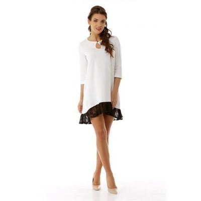 ade0deed02 Sukienka z łezką i koronkową wstawką na plecach i koronkową falbanką u dołu  - przód krótszy niż tył