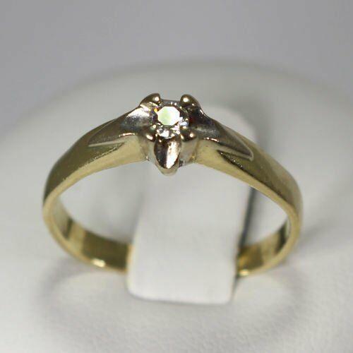 Złoty pierścionek z brylantem P1151