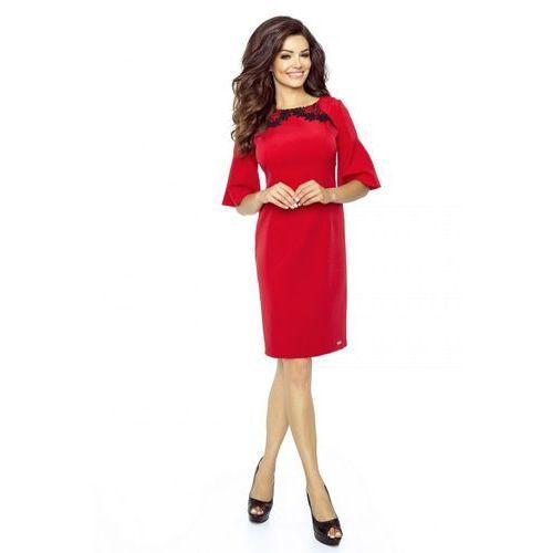 Pudełkowa sukienka z rękawem 3/4 rozkloszowanym na końcach i koronkową wstawką na dekolcie, rozkloszowana