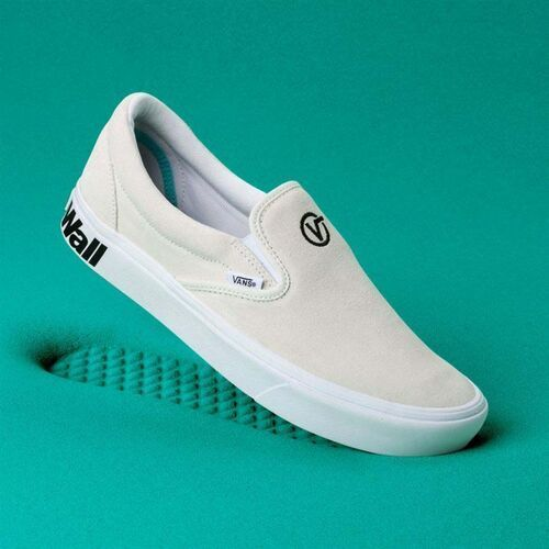 buty VANS - Comfycush Slip-On (Distort) Blanc/Black (VX7) rozmiar: 36.5, kolor czarny