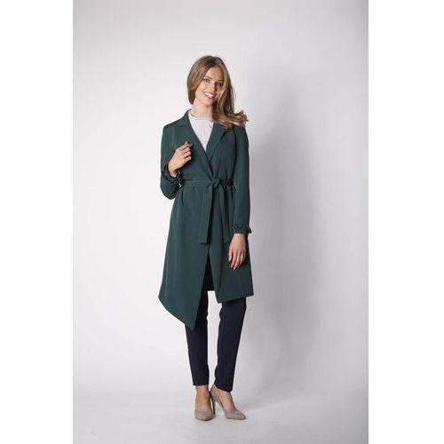 Zielony elegancki płaszcz z falbanką na rękawie marki Nommo