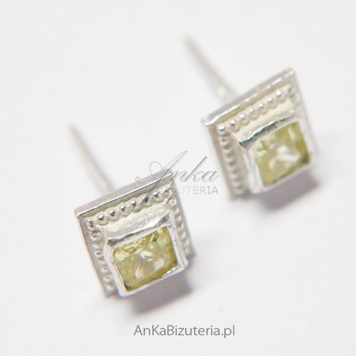 Kolczyki srebrne z jasno zieloną cyrkonią w kształcie kwadracików Anka biżuteria